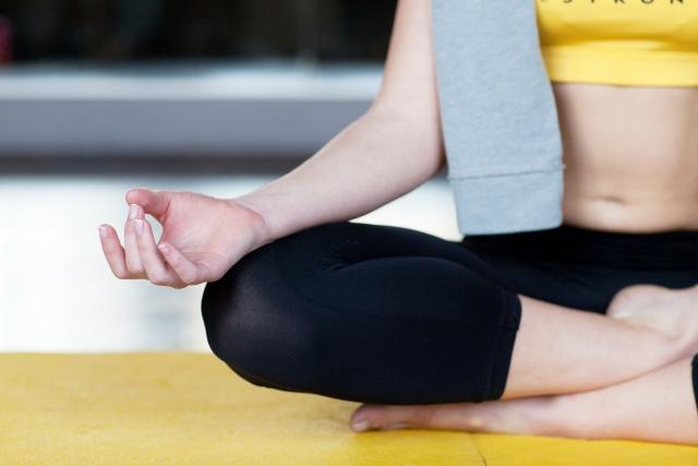 ヨガ 瞑想 どっち